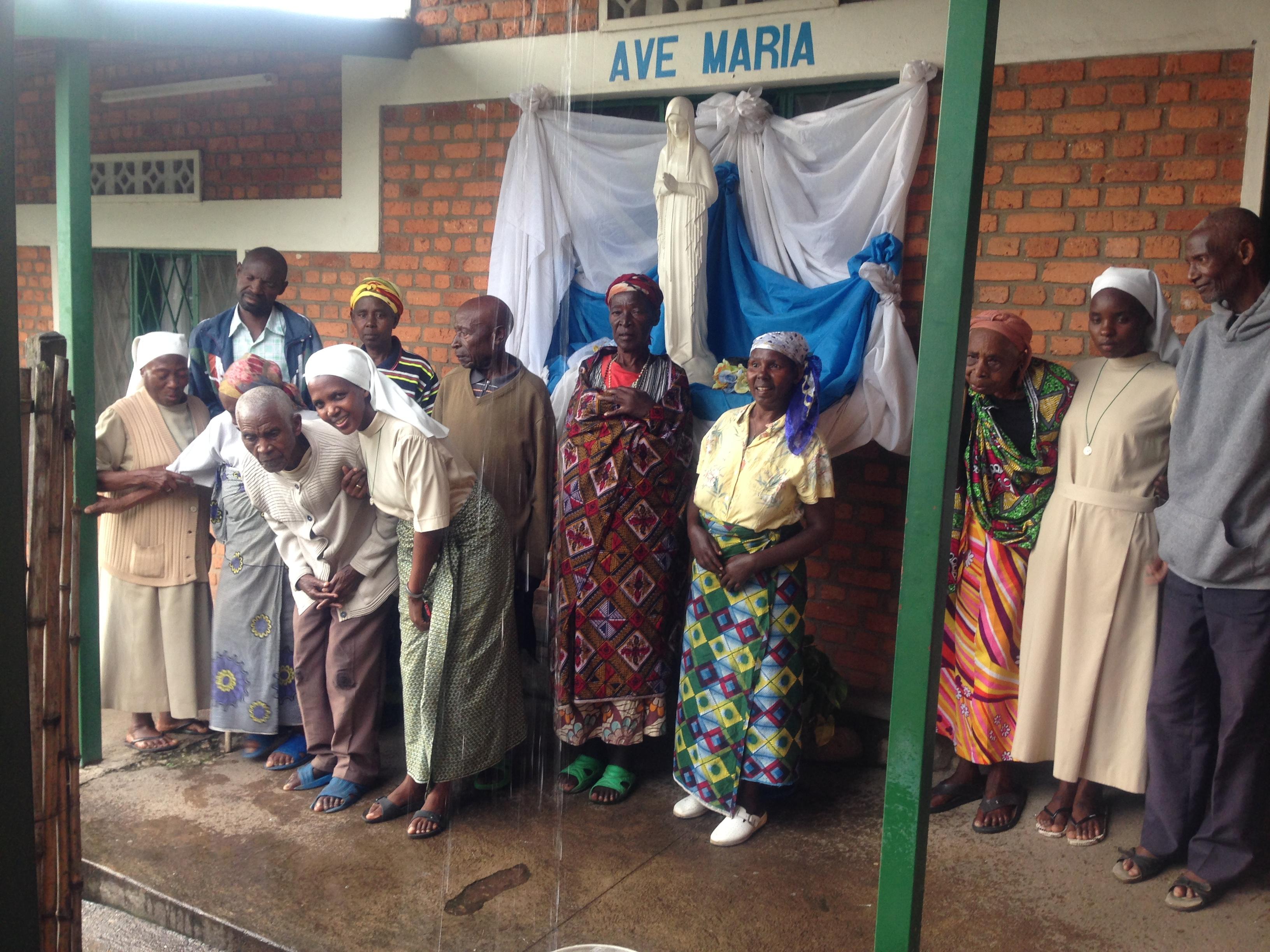 Mieszkańcy Domu Nadziei im. Jana Pawła II w Rwandzie.